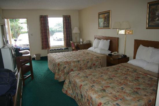 Days Inn Apple Valley Sevierville: Two queen room