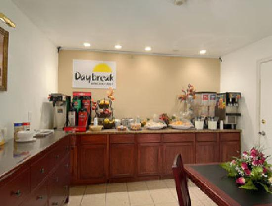 Park Avenue Inn & Suites: Hotel Breakfast Buffet