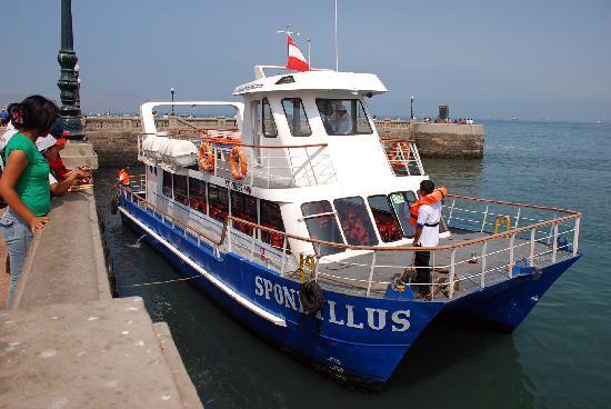 Lima, Peru: Y viajamos en una comoda y moderna embarcacion! El Catamaran Spondyllus!!!