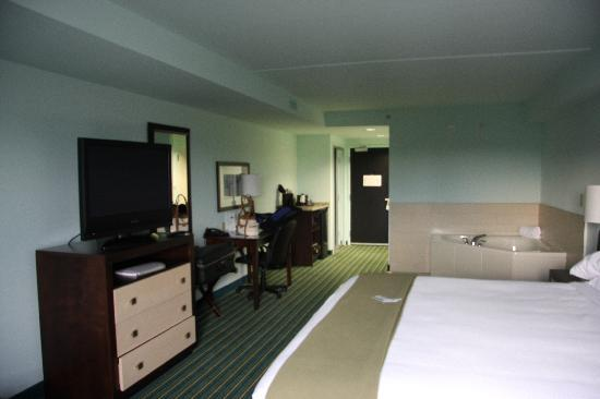 Holiday Inn Express Hotel & Suites Norfolk International Airport: Whirlpoolroom