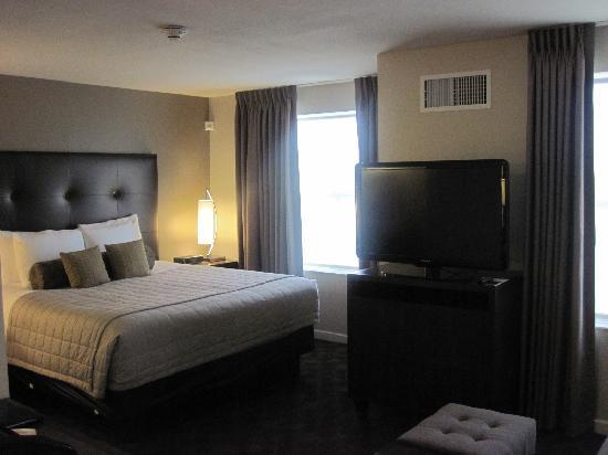 HYATT house Shelton: flat screen tv in living area