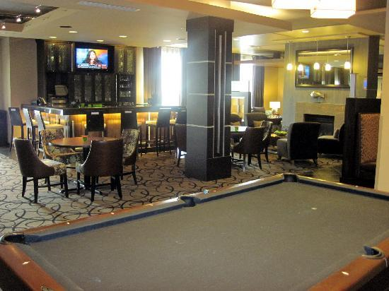 HYATT house Shelton: pool table and bar