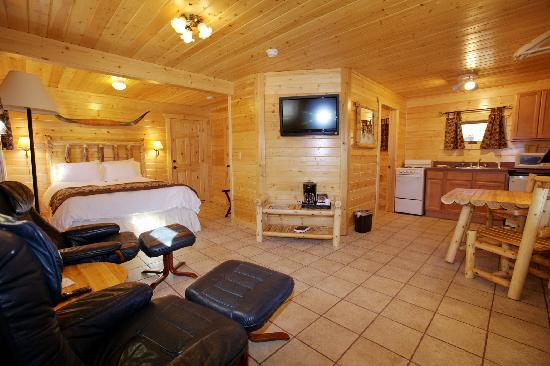 The Longhorn Ranch Lodge & RV Resort: Cabin Suite with Full kitchenette