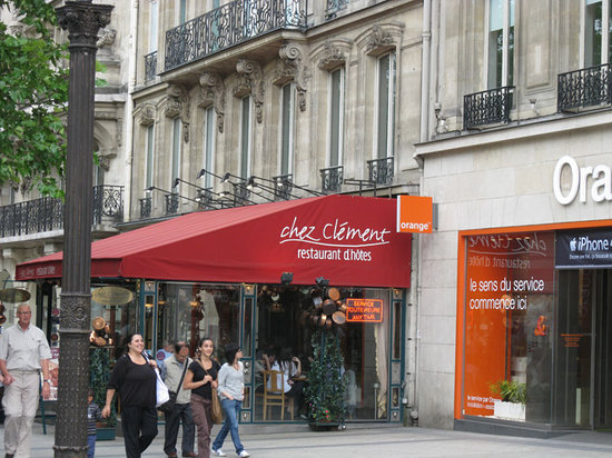 Chez Clement: Restaraunt ... lots of seating inside!