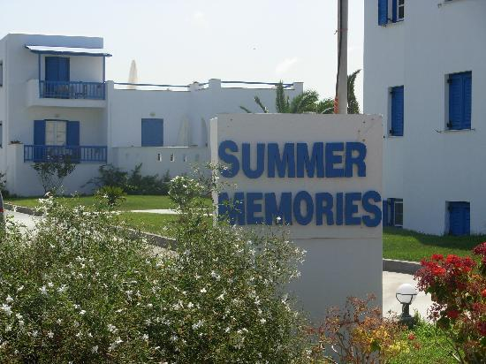 Summer Memories Studios & Apartments : front view