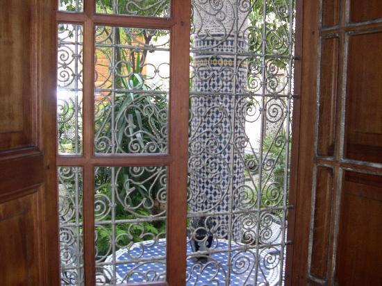 Riad Louna: Vue d'une chambre donnant sur le patio