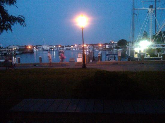 SeaCoast Inn : Night at the Port just one block away from hotel