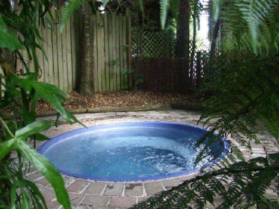 The Hobbit Motorlodge: Outdoor Heated Spa