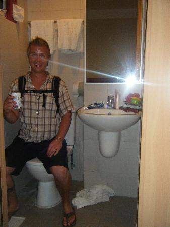 Fragrance Hotel - Selegie: Bathroom / Shower