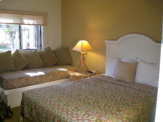 Lobos Lodge: Room 51 Queen & single beds