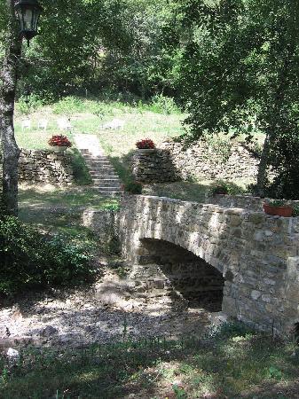 Privas, Francia: tout autour du moulin, des jardins ....