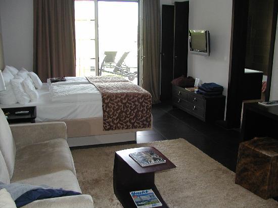 Hotel Kuenstlerquartier Seezeichen: moderne Zimmer