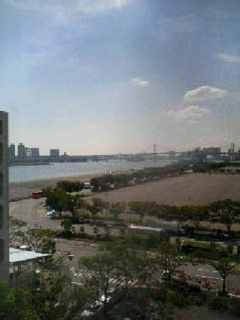 Hotel Mariners' Court Tokyo: 窓から台場地区が見えます。
