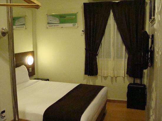 Tune Hotel Danga Bay: ベッド