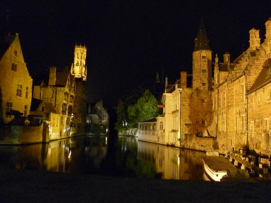 Hotel Prinsenhof Bruges: Bruges at night