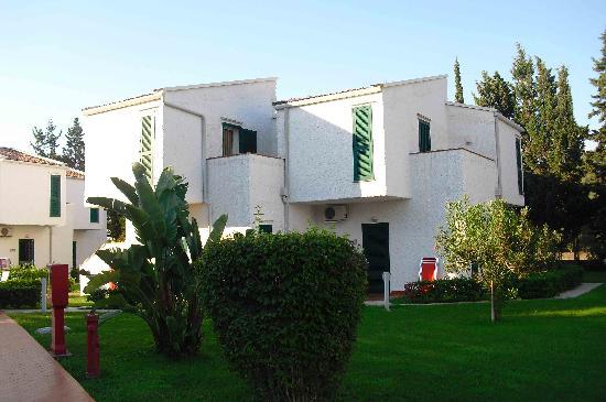Atahotel Naxos Beach: les villas sont situées dans le parc