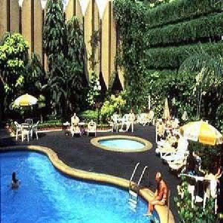 The Tawana Bangkok: Swimming Pool