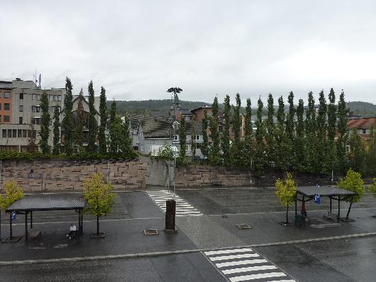 Lillehammer Stasjonen Hotel & Hostel: View from room facing busstation