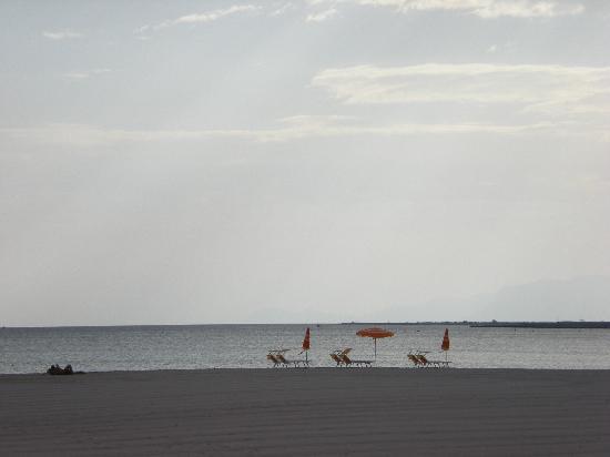 Hotel Piccolo Mondo : Spiaggia al mattino presto