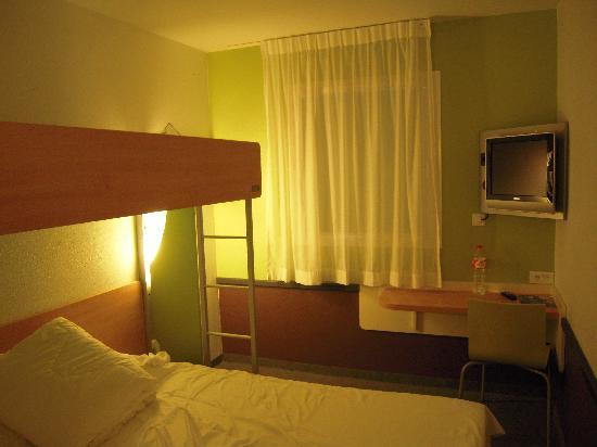 Ibis Budget Ciboure Saint-Jean-de-Luz: Habitacion del Hotel