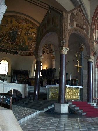 Basilica di Sant'Ambrogio: altare d'oro e mosaici