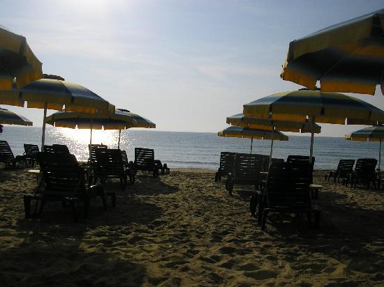 SENTIDO Bilyana Beach: Early morning on hotel beach
