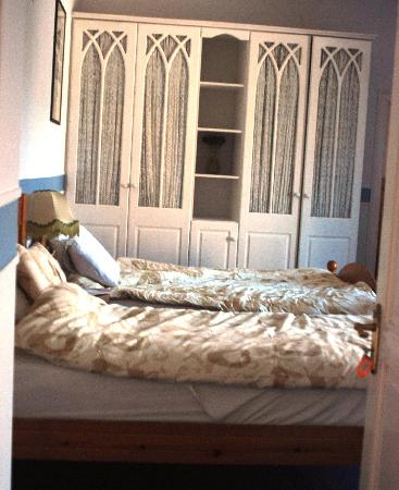 Cashel Town Bed and Breakfast: Bedroom at Sister Fidelma B and B