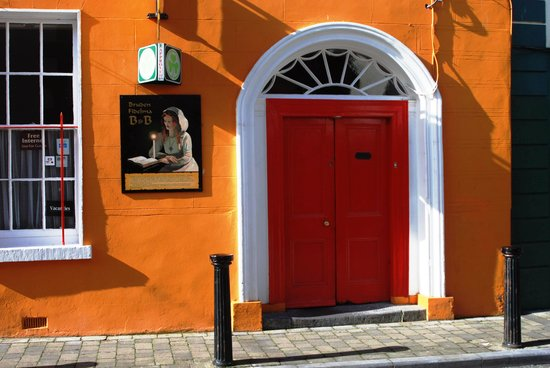Cashel Town Bed and Breakfast: Street view of Fidelma B and B