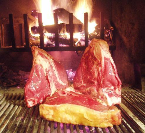 Enoteca Ristorante Gallo Nero : Bistecche sulla brace
