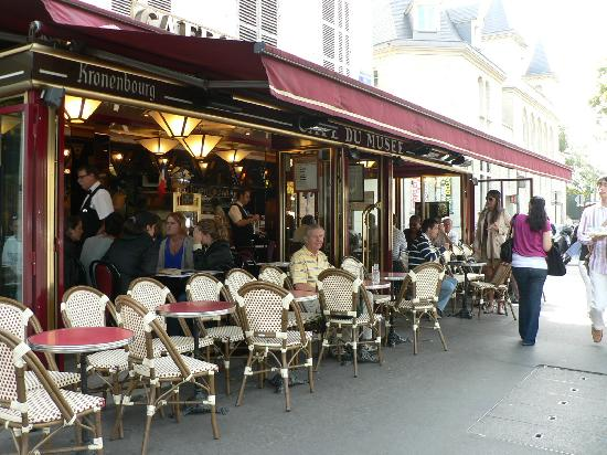 Hotel du Champ de Mars: Local Cafe