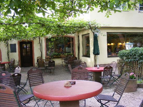 Hotel Weingut Karlsmühle: Beer Garden