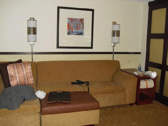 Hyatt Place Mohegan Sun: living area