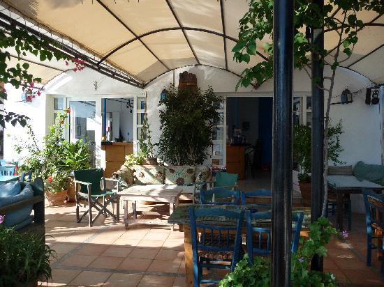 Hiona Apartments: Hiona Pool Bar