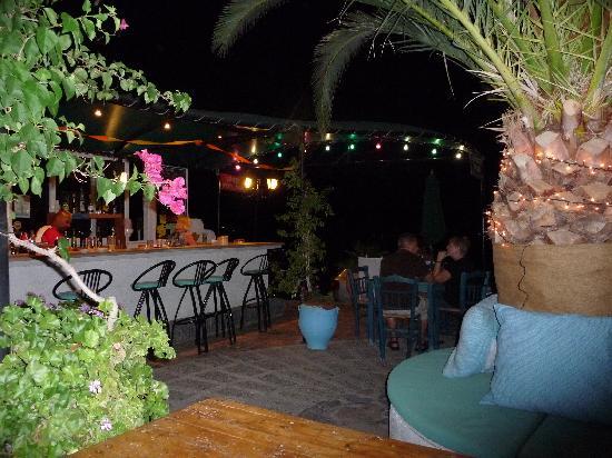 Hiona Apartments: Hiona Bar at a Quiet Time