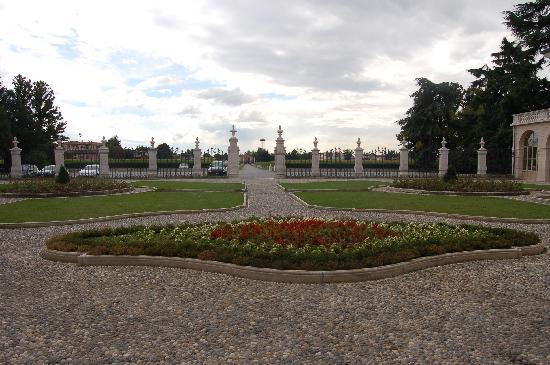 Villa Fenaroli Palace Hotel: View from outside