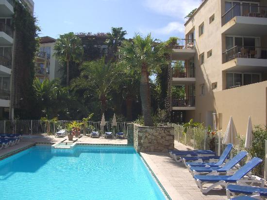 Pierre & Vacances Premium Résidence Port Prestige : Part of swimming pool area
