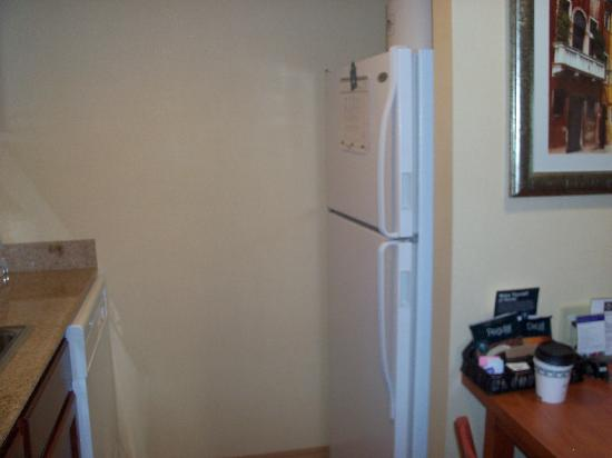 Homewood Suites Dulles - North / Loudoun: Full Refrigerator