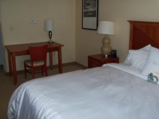 Homewood Suites Dulles - North / Loudoun: King Bedroom