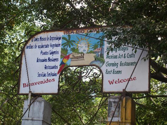 Vallarta Tours: Isla Rio Cuale