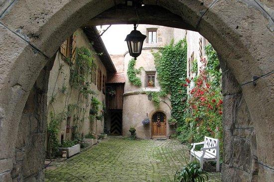 Burgoberbach, Deutschland: Inner courtyard