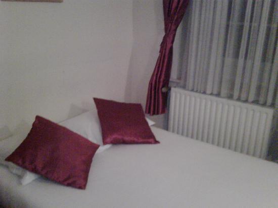 Hotel Delta: Bett