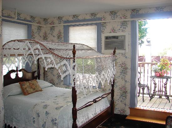 Bar Harbor Castlemaine Inn B&B: A quiet, Victorian retreat with its own balcony
