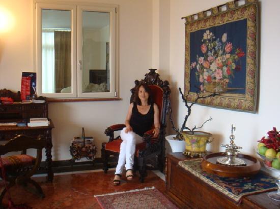 Meridiana Hotel Taormina: Taking a rest in the lobby of Meridiana