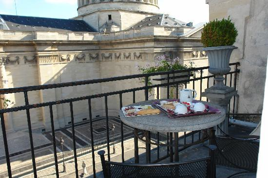 Hotel des Grands Hommes: Breakfast on patio 9/2010