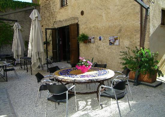 Enoteca Properzio: the garden area