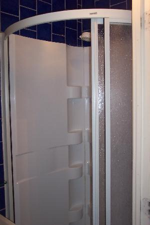 Hotel Jazz : 'Transporter tube' shower.