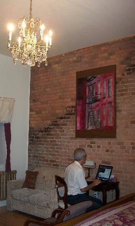 Hotel Jazz : Desk & loveseat area