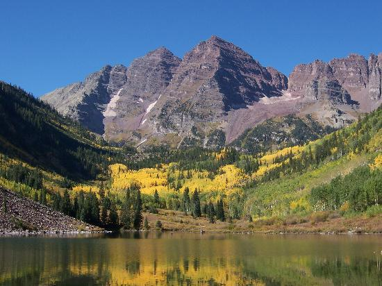 Maroon Bells-Snowmass Wilderness Area : Maroon Bells w/golden Aspens