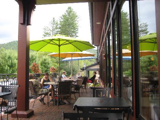 The Morning Glory Cafe: Also Pet Friendly Porch Dining