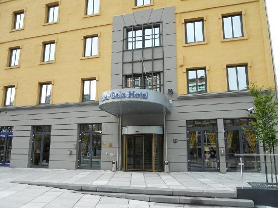 Scandic Oslo City: Front of hotel.